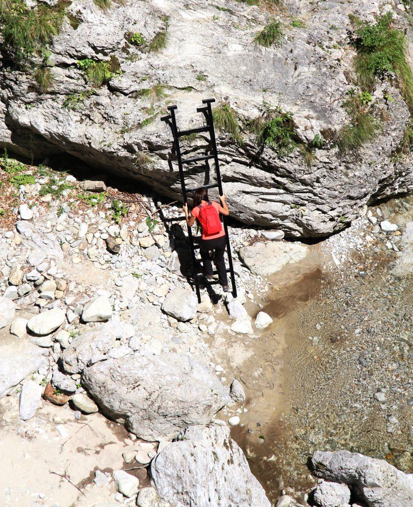 Refacerea scărilor pentru trasee turistice